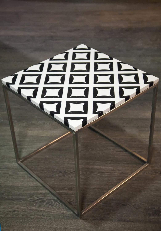 BLACK AND WHITE s gidroabrazivnoj rezkoj 50 x 50 s nozhkami - BLACK AND WHITE