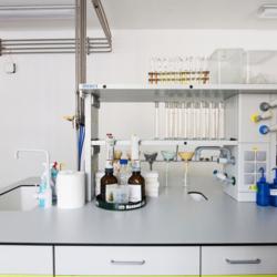FunderMax interior - Лаборатория пив. завода (Max Compact Resistance²)