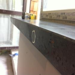 Бетон для интерьера - Подоконник из бетона и ступень на окно с балконной дверью