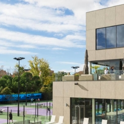 Trespa exterior - Клуб Де Тенис Аравака. Мадрид. Испания (Trespa Meteon)