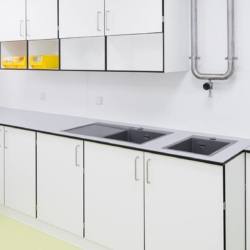Trespa interior — Лаборатория Б. Браун Авитум АГ. Германия (Trespa TopLab Plus и Trespa TopLab Vertical)